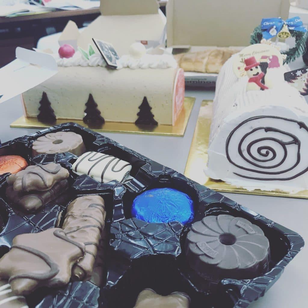 2017 Merry Christmas Gift Exchange Cake